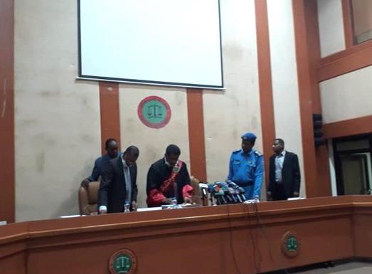 على ذمة اتهامهم بخيانة الأمانة تفاصيل محاكمة عثمان يوسف كبر